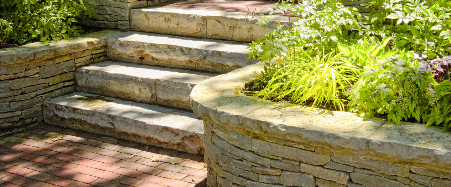 masonry contractor who build concrete steps
